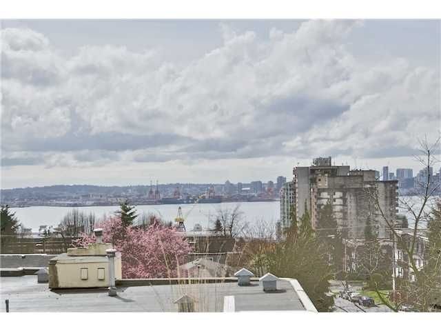 """Main Photo: 520 ST GEORGES Avenue in North Vancouver: Lower Lonsdale Townhouse for sale in """"STREAMLINE PLACE"""" : MLS®# V1067178"""