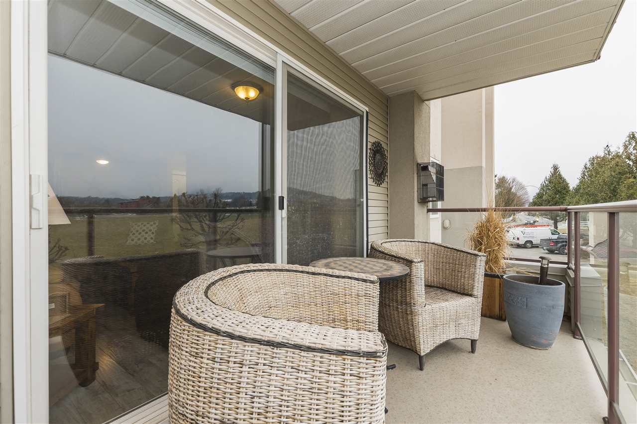 """Photo 8: Photos: 204 45520 KNIGHT Road in Sardis: Sardis West Vedder Rd Condo for sale in """"Morningside"""" : MLS®# R2346105"""