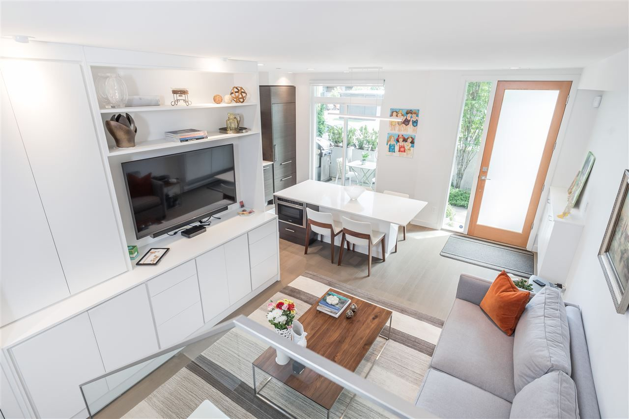 """Main Photo: 3171 QUEBEC Street in Vancouver: Mount Pleasant VE Townhouse for sale in """"Q16 - Quebec/16th"""" (Vancouver East)  : MLS®# R2401940"""
