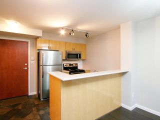 Photo 4: 303 2733 CHANDLERY Place in Vancouver: Fraserview VE Condo for sale (Vancouver East)  : MLS®# V1000744