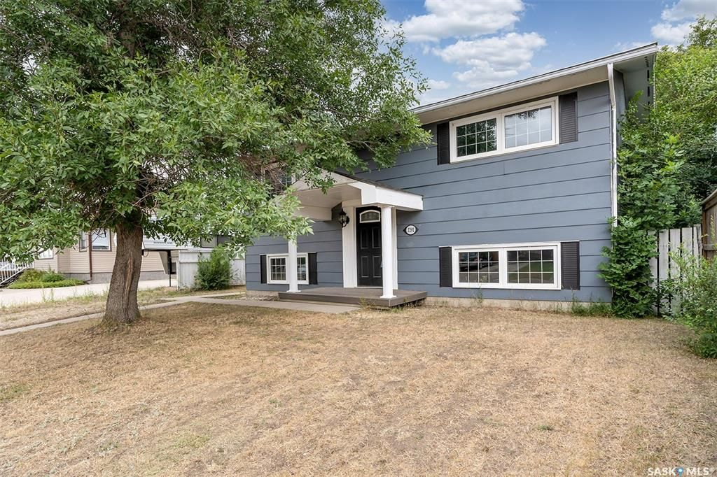 Main Photo: 1291 Iroquois Drive in Moose Jaw: Westmount/Elsom Residential for sale : MLS®# SK866226