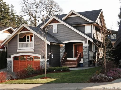 Main Photo: 3835 South Valley Dr in VICTORIA: SW Strawberry Vale House for sale (Saanich West)  : MLS®# 694067