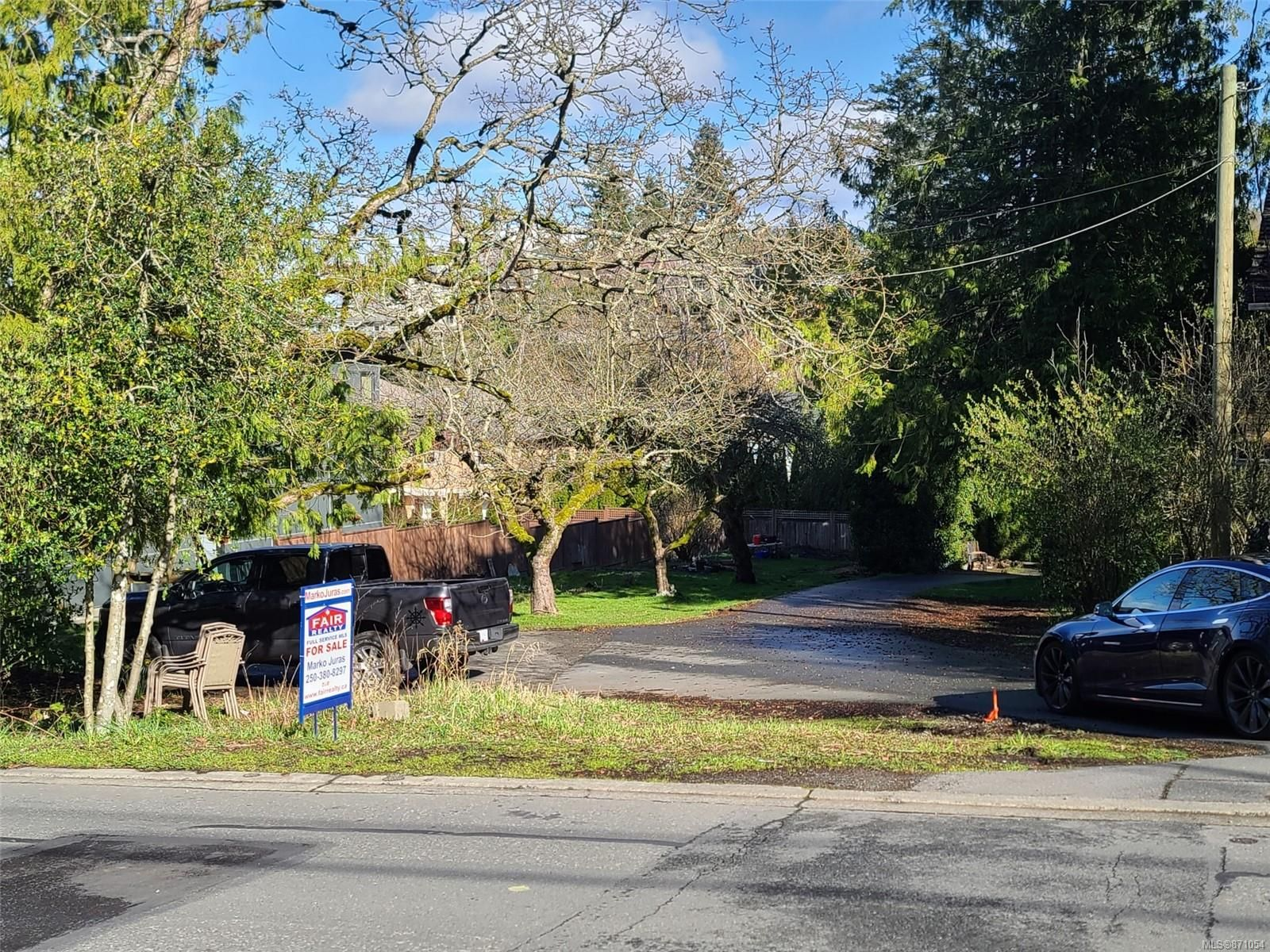 Main Photo: 3949 Wilkinson Rd in : SW Strawberry Vale Land for sale (Saanich West)  : MLS®# 871054