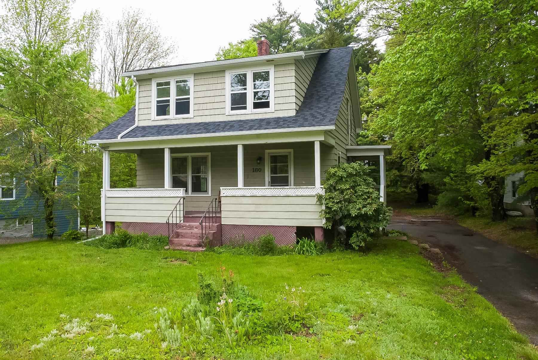 Main Photo: 160 High Street in Bridgewater: 405-Lunenburg County Residential for sale (South Shore)  : MLS®# 202113634