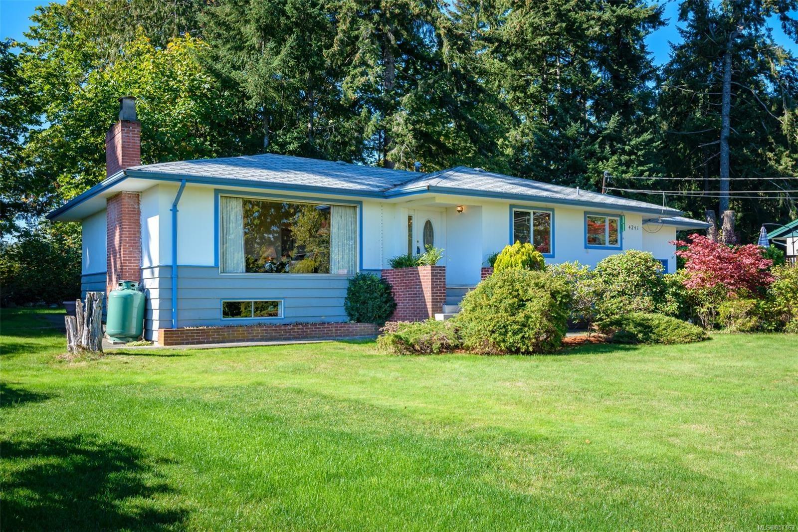 Photo 3: Photos: 4241 Buddington Rd in : CV Courtenay South House for sale (Comox Valley)  : MLS®# 857163