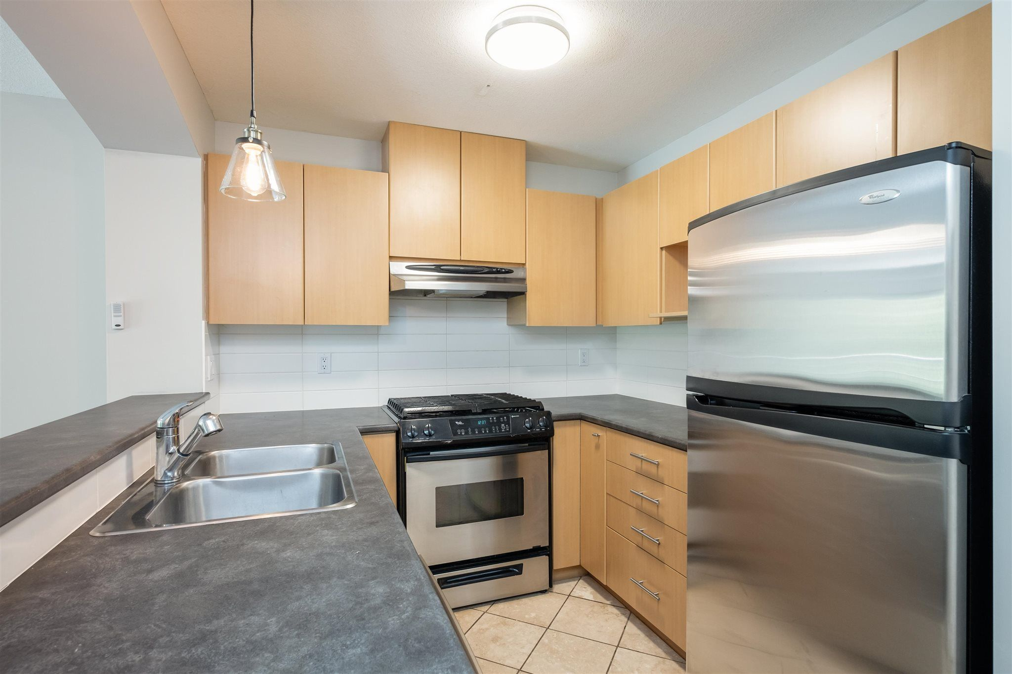 """Photo 8: Photos: 211 9339 UNIVERSITY Crescent in Burnaby: Simon Fraser Univer. Condo for sale in """"HARMONY"""" (Burnaby North)  : MLS®# R2597666"""