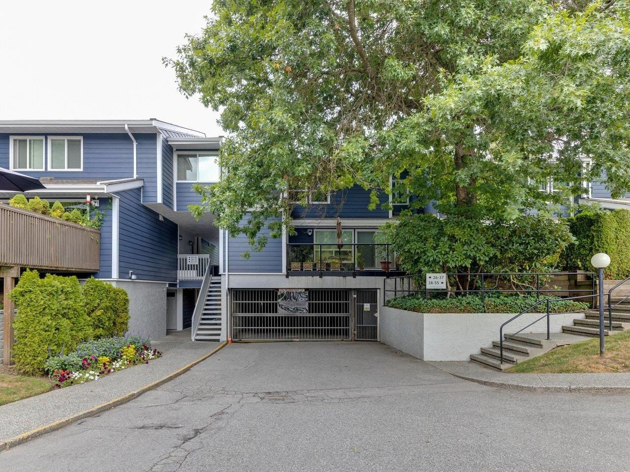 """Photo 2: Photos: 35 9101 FOREST GROVE Drive in Burnaby: Forest Hills BN Townhouse for sale in """"ROSSMOOR"""" (Burnaby North)  : MLS®# R2616608"""