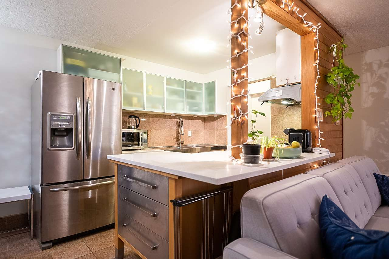 """Main Photo: 301 975 E BROADWAY in Vancouver: Mount Pleasant VE Condo for sale in """"SPARBROOK ESTATES"""" (Vancouver East)  : MLS®# R2565936"""