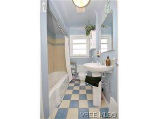 Photo 9: 2048 Newton St in VICTORIA: OB Henderson House for sale (Oak Bay)  : MLS®# 593355