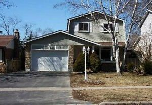 Main Photo: 256 S Grandview Street in Oshawa: Donevan House (2-Storey) for sale : MLS®# E3150234