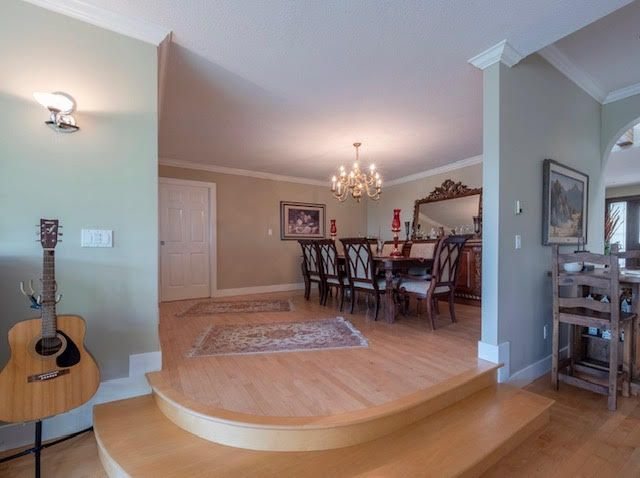 Photo 6: Photos: 2426 Westhill Court Upper in West Vancouver: Westhill House for rent