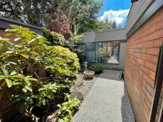 """Photo 4: 6538 PINEHURST Drive in Vancouver: South Cambie Townhouse for sale in """"LANGARA ESTATES"""" (Vancouver West)  : MLS®# R2589176"""