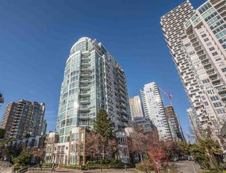 """Photo 2: 1102 1501 HOWE Street in Vancouver: Yaletown Condo for sale in """"888 BEACH"""" (Vancouver West)  : MLS®# R2554101"""