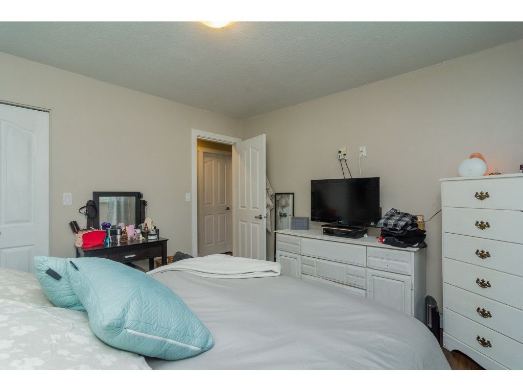 Photo 12: Photos: 4851 205A Street in Langley: Langley City House for sale : MLS®# R2222634