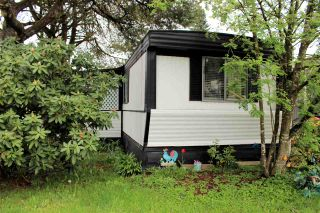"""Photo 1: 21 21163 LOUGHEED Highway in Maple Ridge: Southwest Maple Ridge Manufactured Home for sale in """"VAL MARIA MANUFACTURED HOME PARK"""" : MLS®# R2571230"""
