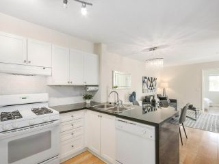 """Photo 9: 206 688 E 16TH Avenue in Vancouver: Fraser VE Condo for sale in """"VINTAGE EASTSIDE"""" (Vancouver East)  : MLS®# R2189577"""