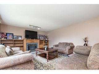 """Photo 3: 33329 RAINBOW Avenue in Abbotsford: Abbotsford West House for sale in """"Hoon Park"""" : MLS®# R2452789"""