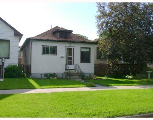 Main Photo: 281 ROSEBERRY Street in WINNIPEG: St James Residential for sale (West Winnipeg)  : MLS®# 2907258