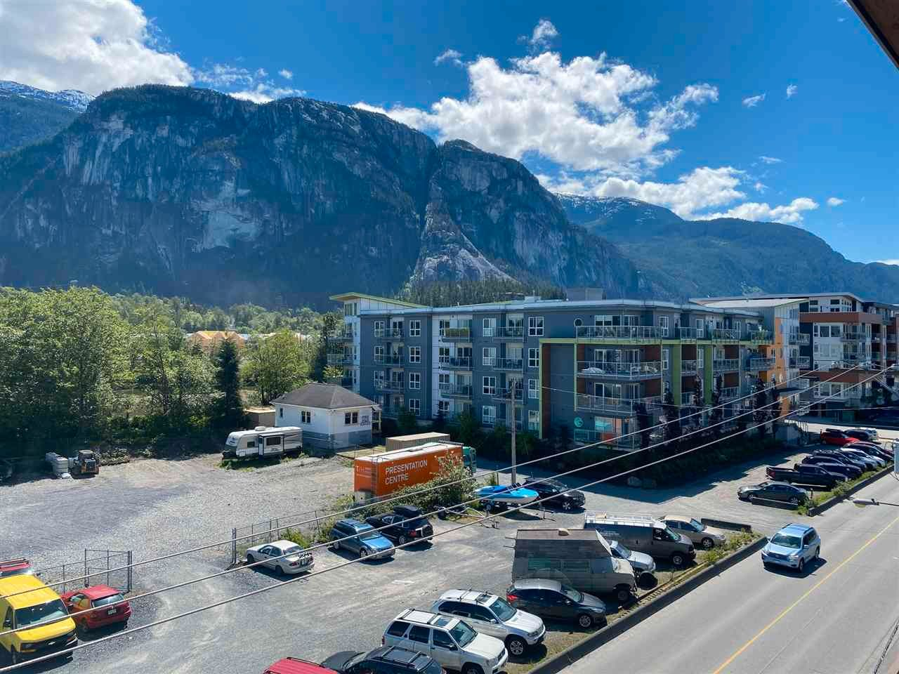 """Main Photo: 406 38142 CLEVELAND Avenue in Squamish: Downtown SQ Condo for sale in """"CLEVELAND COURTYARD"""" : MLS®# R2581310"""