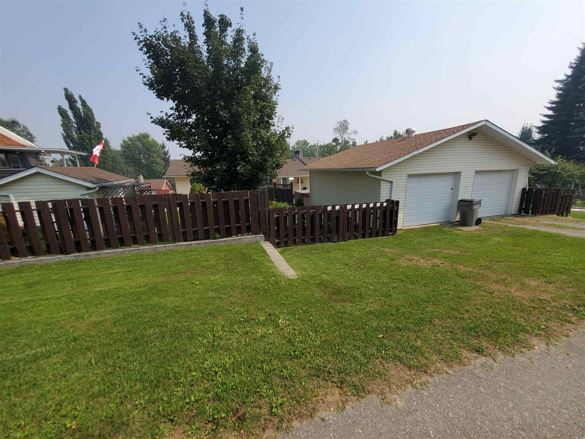 Main Photo: 427 ALLARD Street in Quesnel: Quesnel - Town House for sale (Quesnel (Zone 28))  : MLS®# R2606906