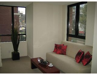 """Photo 7: 338 SMITHE Street in Vancouver: Downtown VW Townhouse for sale in """"YALETOWN PARK II"""" (Vancouver West)  : MLS®# V646253"""