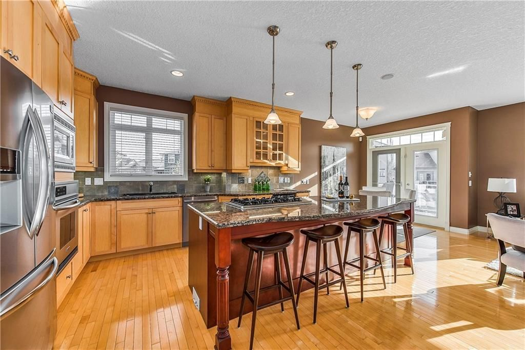 Photo 10: Photos: 73 DISCOVERY WOODS Villa SW in Calgary: Discovery Ridge Semi Detached for sale : MLS®# C4218779