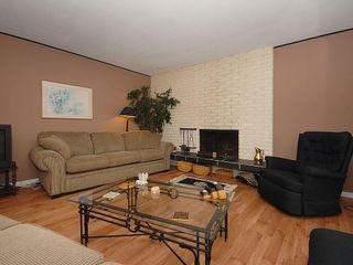 Photo 2: 3959 Marjean Pl in Victoria: Residential for sale : MLS®# 287191