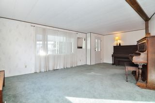 "Photo 4: 40 2305 200 Street in Langley: Brookswood Langley Manufactured Home for sale in ""Cedar Lane Park"" : MLS®# R2524495"