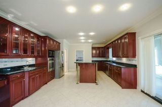 """Photo 5: 7851 SUNNYHOLME Crescent in Richmond: Broadmoor House for sale in """"SUNNYMEDE"""" : MLS®# R2158185"""