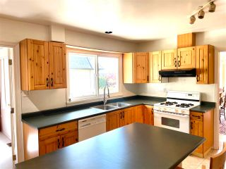 """Photo 22: 1066 CYPRESS Street: White Rock House for sale in """"Hillside"""" (South Surrey White Rock)  : MLS®# R2579690"""