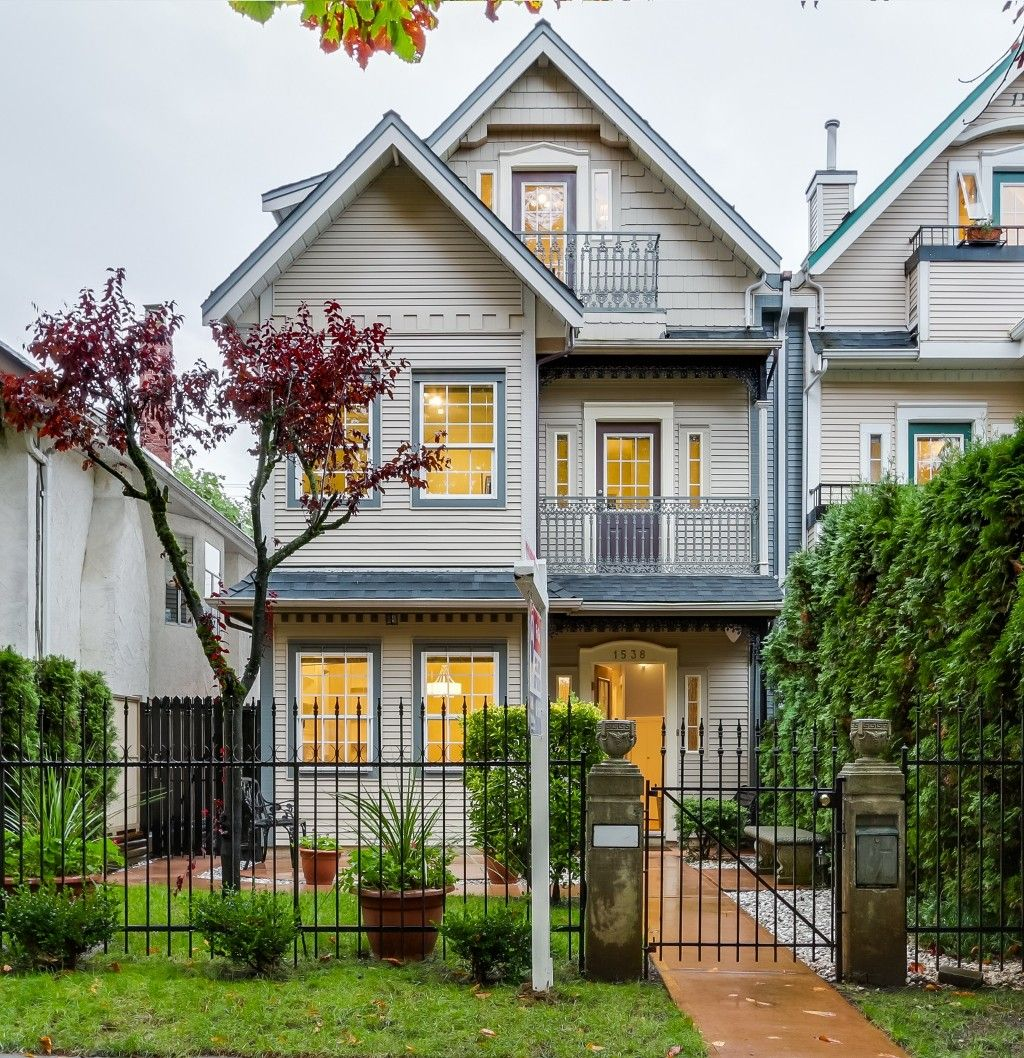 Main Photo: 1538 E 10TH Avenue in Vancouver: Grandview VE 1/2 Duplex for sale (Vancouver East)  : MLS®# V1092394