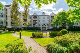 Photo 1: 106-20894 57 Ave in Langley: Langley City Condo for sale