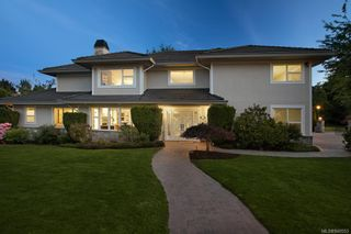 Photo 2: 3290 Beach Dr in Oak Bay: OB Uplands House for sale : MLS®# 840553