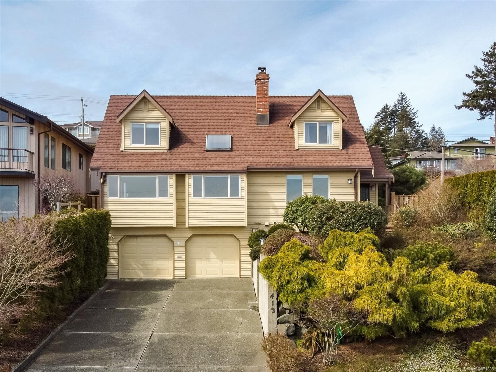 Main Photo: 412 Carnegie St in : CR Campbell River Central House for sale (Campbell River)  : MLS®# 871888