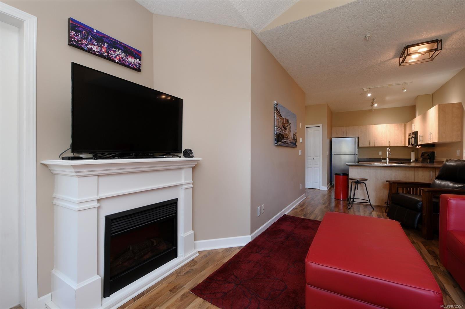 Photo 5: Photos: 411 825 Goldstream Ave in : La Langford Proper Condo for sale (Langford)  : MLS®# 872557