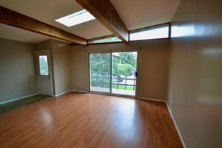 Photo 5: 431 21 Avenue NE in Calgary: Winston Heights/Mountview Semi Detached for sale : MLS®# A1135304
