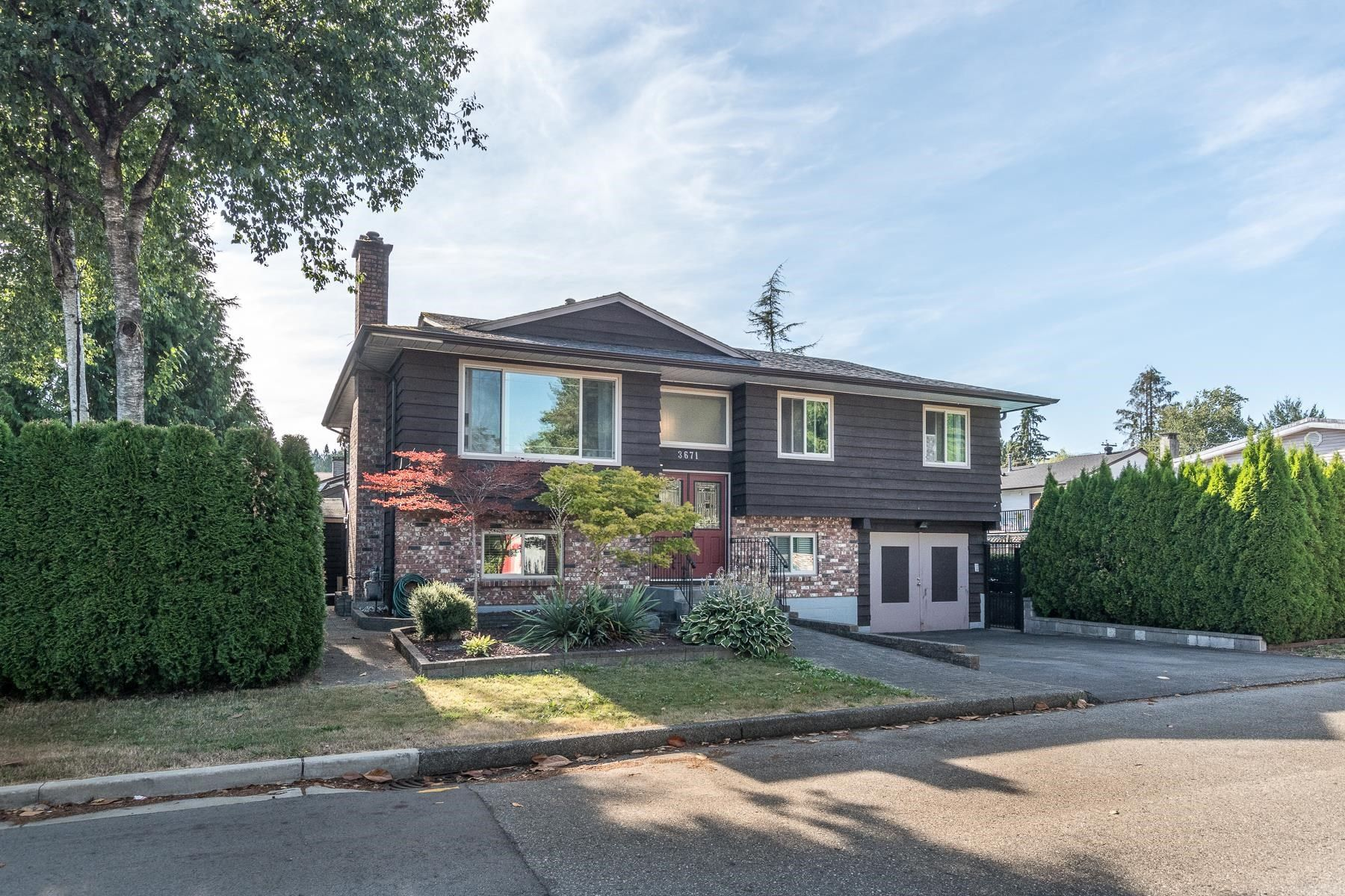 Photo 2: Photos: 3671 SOMERSET Street in Port Coquitlam: Lincoln Park PQ House for sale : MLS®# R2610216