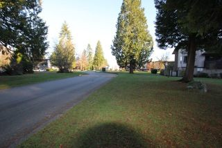 """Photo 16: 14821 HOLLY PARK Lane in Surrey: Guildford Townhouse for sale in """"HOLLY PARK LANE"""" (North Surrey)  : MLS®# R2226961"""