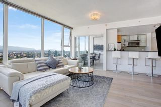 """Photo 1: 3307 33 SMITHE Street in Vancouver: Yaletown Condo for sale in """"COOPER'S LOOKOUT"""" (Vancouver West)  : MLS®# R2615498"""