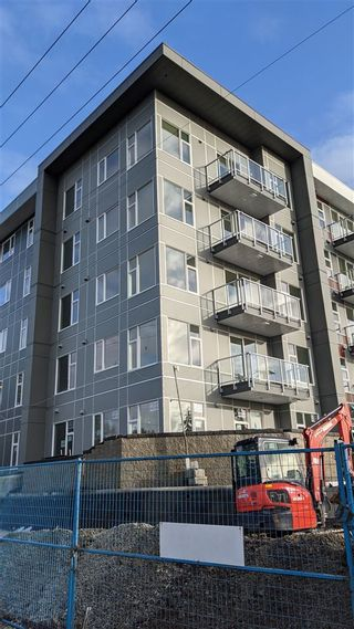 """Photo 3: 409 10838 WHALLEY Boulevard in Surrey: Bolivar Heights Condo for sale in """"MAVERICK"""" (North Surrey)  : MLS®# R2540067"""