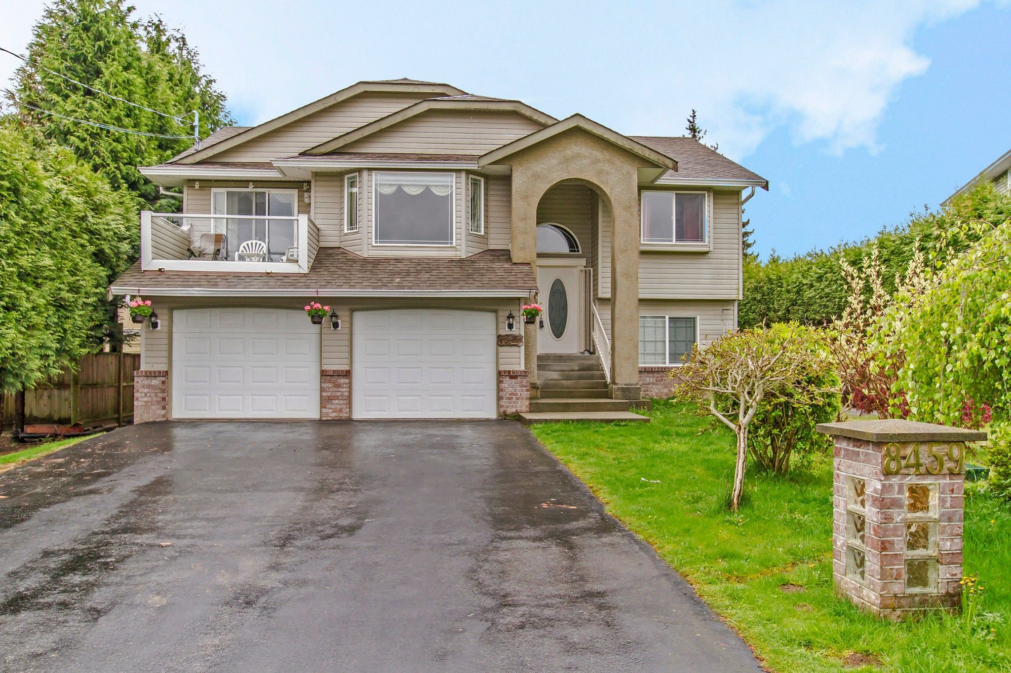 Main Photo: 8459 BENBOW Street in Mission: Hatzic House for sale : MLS®# R2361710
