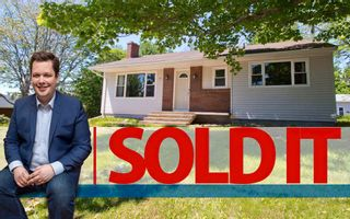 Photo 1: 10 Devon: Sackville House for sale : MLS®# M13427