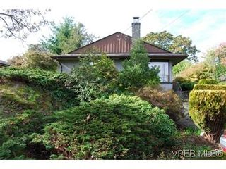 Photo 2: 2528 Forbes St in VICTORIA: Vi Oaklands House for sale (Victoria)  : MLS®# 587827