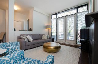 """Photo 2: 2780 VINE Street in Vancouver: Kitsilano Townhouse for sale in """"MOZAIEK"""" (Vancouver West)  : MLS®# R2160680"""