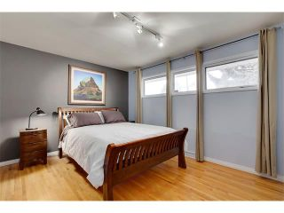 Photo 11: 4032 GROVE HILL Road SW in Calgary: Glendale House for sale : MLS®# C4088063