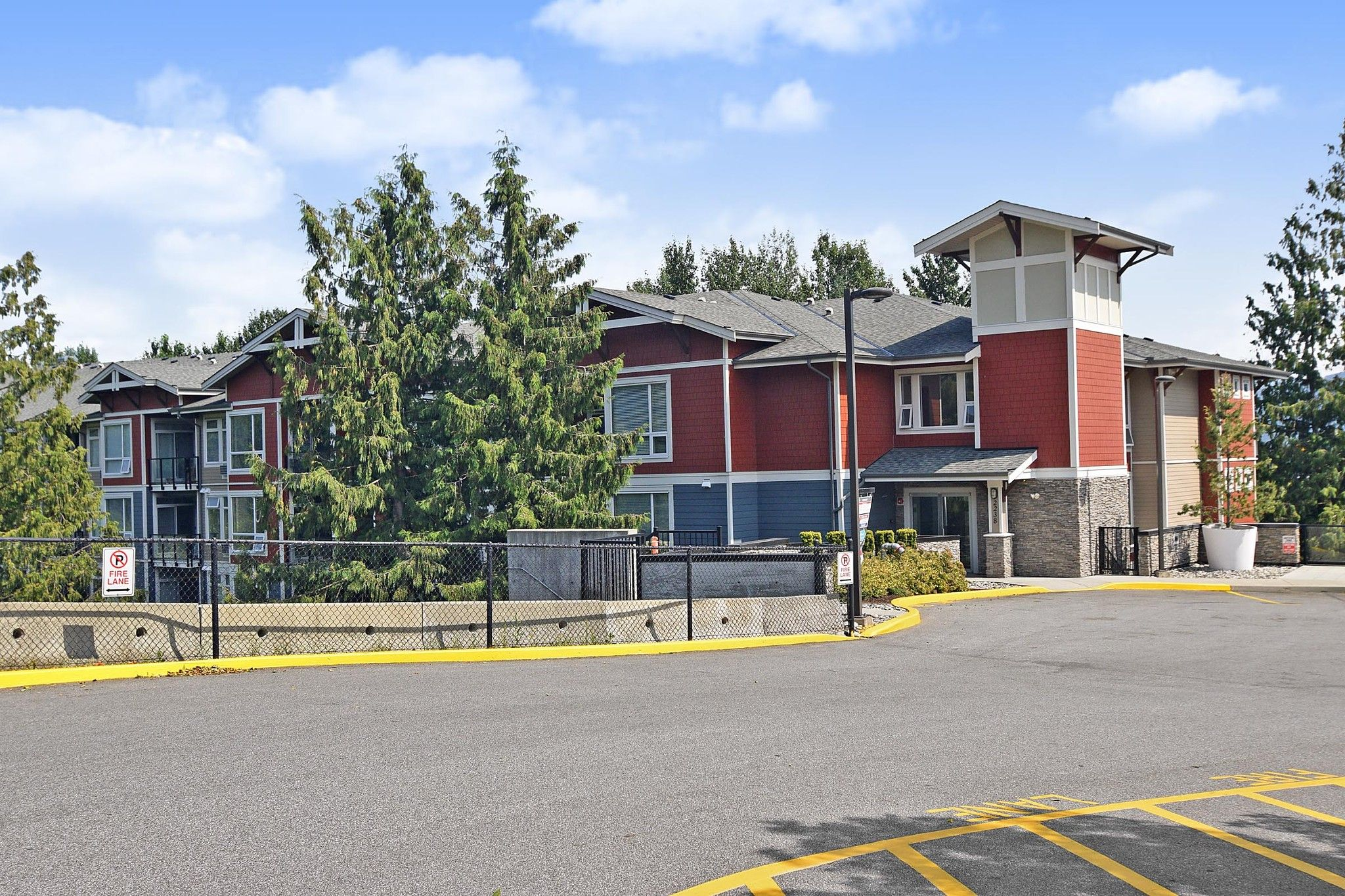 """Main Photo: 204 2238 WHATCOM Road in Abbotsford: Abbotsford East Condo for sale in """"Waterleaf"""" : MLS®# R2391308"""