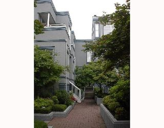"Photo 1: 16 877 W 7TH Avenue in Vancouver: Fairview VW Townhouse for sale in ""EMERALD COURT"" (Vancouver West)  : MLS®# V701938"
