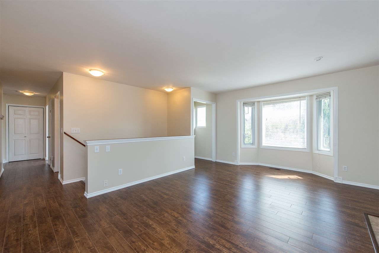 """Photo 6: Photos: 34717 5 Avenue in Abbotsford: Poplar House for sale in """"Huntingdon Village"""" : MLS®# R2483870"""