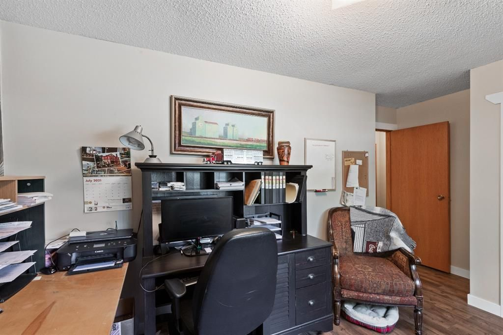 Photo 16: Photos: 1033 Smith Avenue: Crossfield Detached for sale : MLS®# A1129311