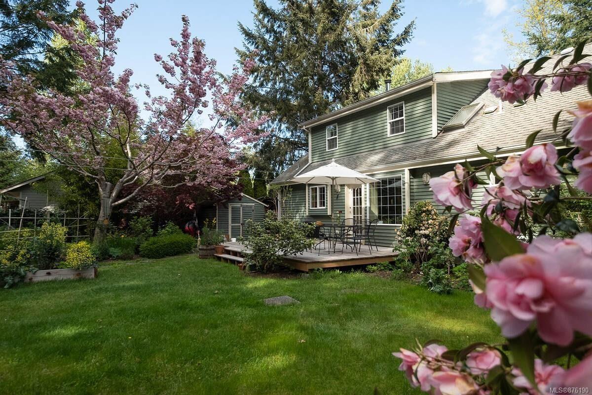 Main Photo: 8929 McLarey Ave in Black Creek: CV Merville Black Creek House for sale (Comox Valley)  : MLS®# 876190